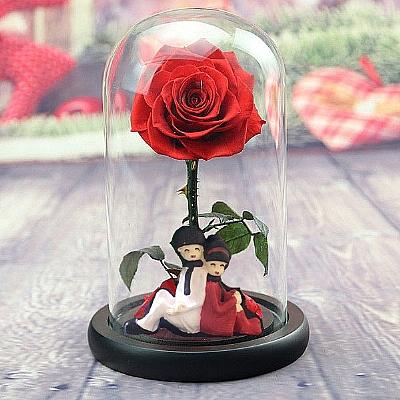 Sevgili Figürlü Solmayan Kırmızı Gül