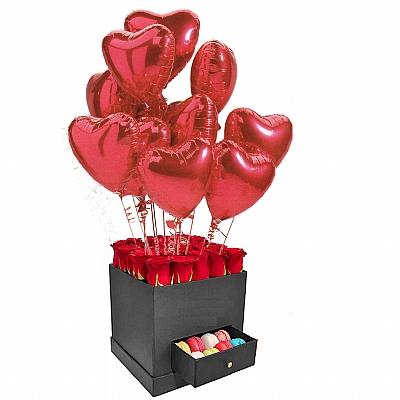 Kutuda 20 Gül ve 5 Makaron ve 10 Uçan Balon - İthal Gül